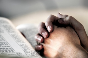 Praying-hands-with-bible